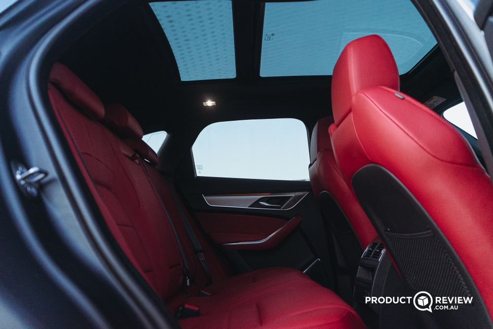 Rear seats and sunroof